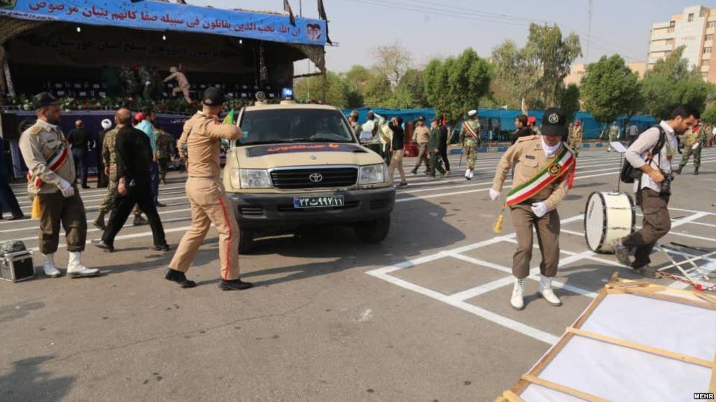 تیراندازی در زمان برگزاری رژه نظامی اهواز ۱۱ کشته بر جای گذاشت