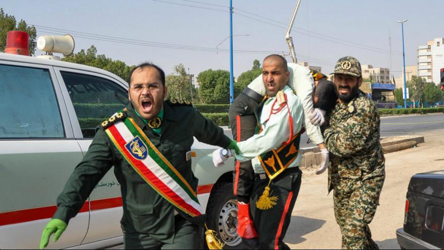 افراد مسلح رژه نظامیان را در اهواز به رگبار گلوله بستند