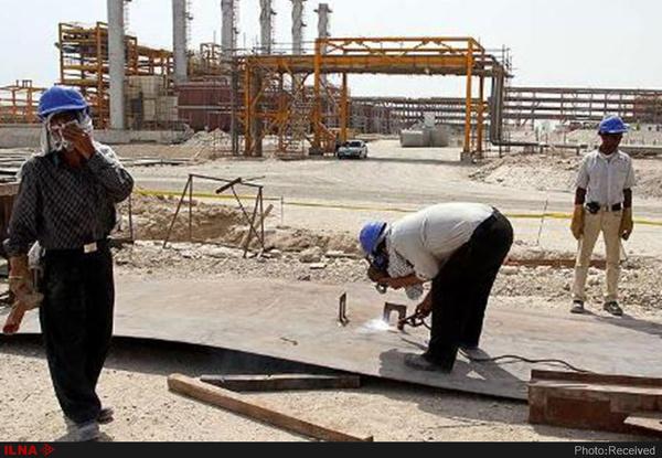 نامه کارگران اخراجی منطقه ویژه پارس به وزیر نفت: شرمنده خانوادههایمان هستیم/ در عسلویه نان خشک جمع میکنیم
