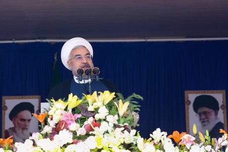 حسن روحانی در جمع مردم یزد:قوه قضاییه درباره فساد میلیارد دلاری توضیح دهد/نهادهایی بیش از ۷۰۰ میلیون دلار بدهکاری دارند
