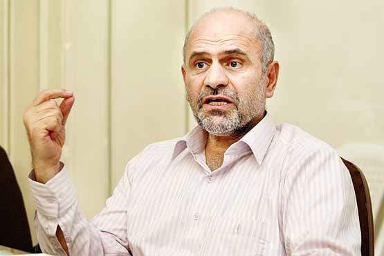 فرشاد مومنی: در ۳۰ سال گذشته سیاست تضعیف ارزش پول ملی و شوکهای پیاپی به نرخ ارز ایران را به فلاکت کشانده است