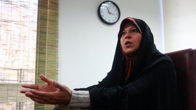 فائزه هاشمی: آیتالله خامنهای کنارهگیری کند