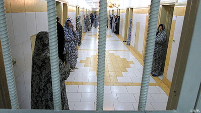 زنان زندانی سیاسی: این نظام بر خون میلیونها جوان بیگناه استوار گشته است/ در انتخابات شرکت نکنید