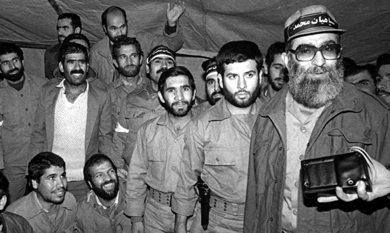 قرارگاه رمضان؛ پروژهای که آینده علی خامنهای را تغییر داد, بخش برونمرزی سپاه چگونه سیاستمداری کمفروغ را به راس قدرت رساند؟