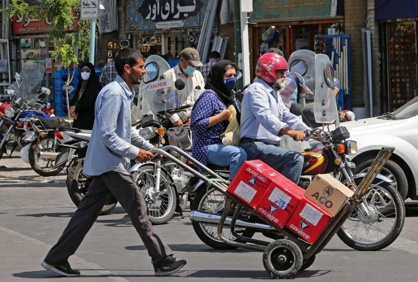 تنگنای معشیتی ایرانیان نفسگیرتر شده است, بیش از ۷۰ درصد جمعیت ایران واجد دریافت حمایت معیشتی هستند