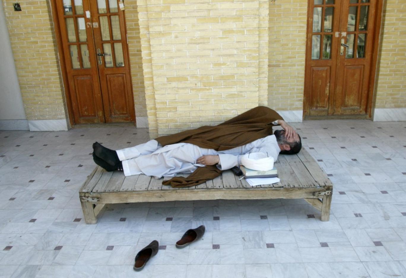 نگاهی عاشقانه به ایران غارت شده