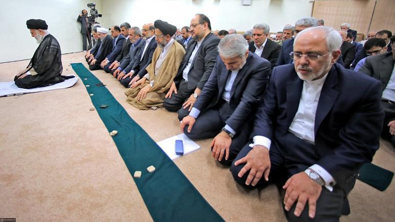 سیاست خارجی در دنیا در کنترل کیست؟ خامنهای درست میگوید یا ظریف؟