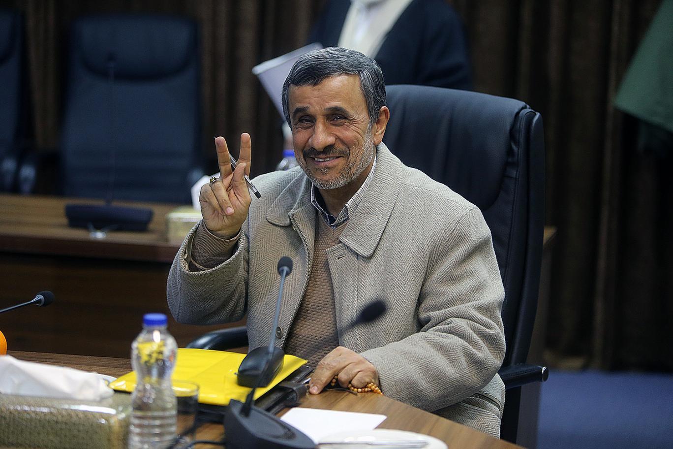 """احمدینژاد: فنر مردم به زودی در خواهد رفت/ از کسی نمیترسم و حرف میزنم/""""مملكت را به فلاكت كشاندهاند و مردم دارند در فقر دست و پا میزنند"""""""