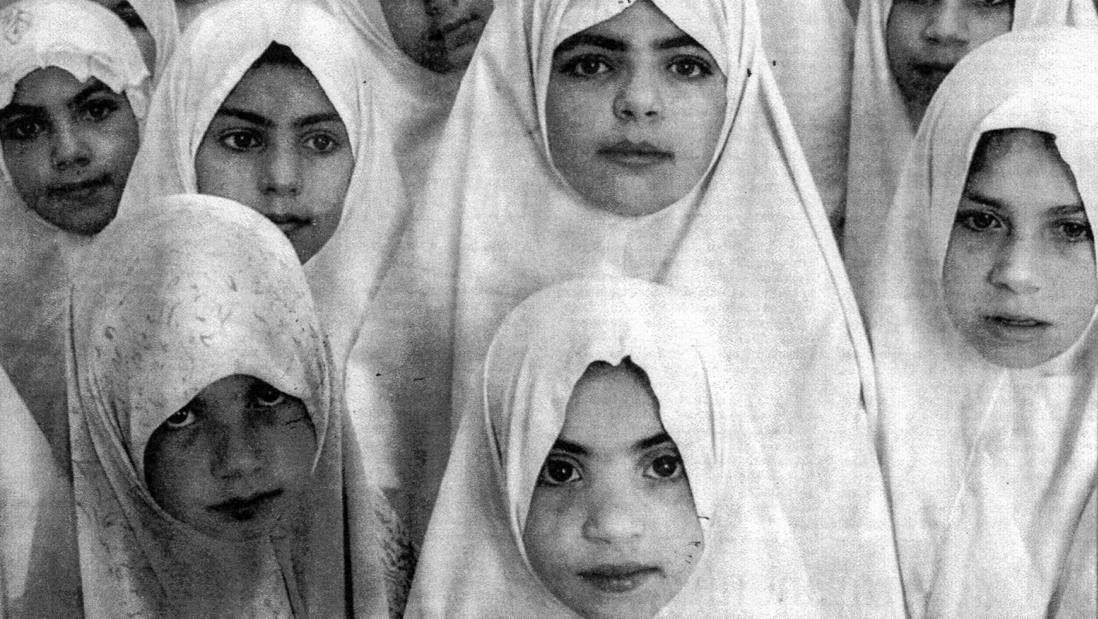 در مدارس دخترانهی ایران / افرا آزاد