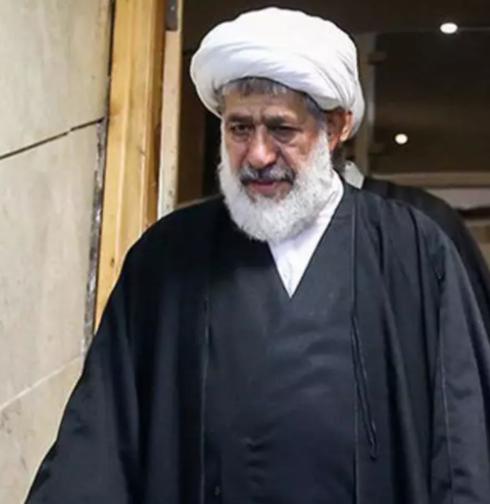 نامه آیت الله امجد به سیدعلی خامنهای: شما با چماق و زور راه نفس کشیدن هر آزادهای را بستید